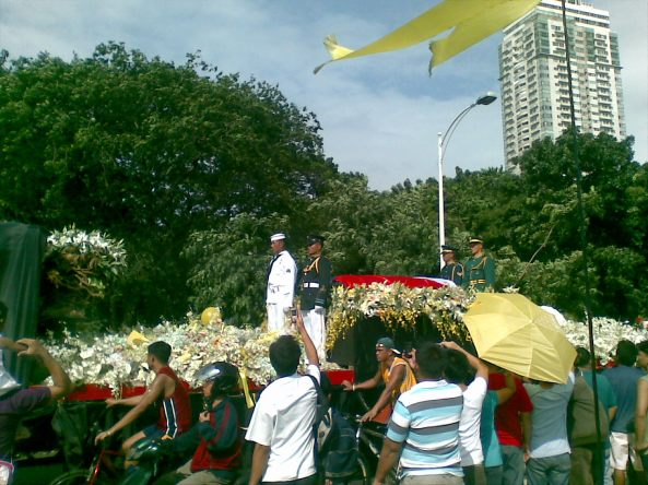Cory Aquino's funeral cortege passes through Roxas Boulevard in Manila (Shot by Anjo Bagaoisan)