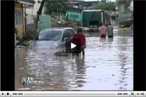 Residents in submerged Pasig areas still await help. Report by Jorge Cariño, ABS-CBN News, for TV Patrol World, September 28, 2009 (Click on screen grab to watch via ABS-CBN News Online)