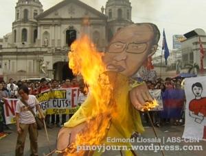 Sept 24 student walkout mendiola burning Noynoy Aquino effigy at Plaza Miranda shot by Edmond Llosala ABS-CBN