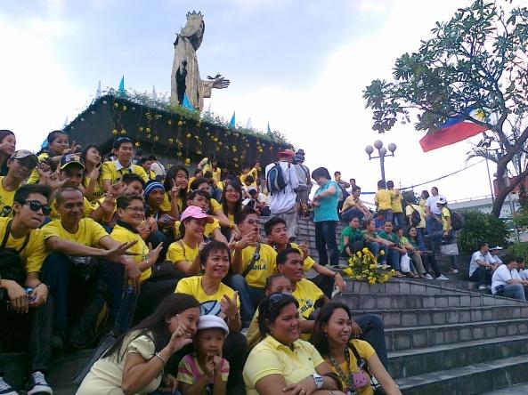 People flock EDSA shrine on People Power 25th anniversary Shot by Anjo Bagaoisan