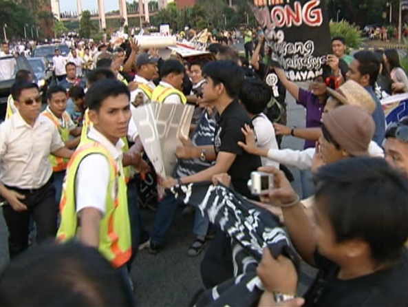 UP protests at PNoy April 17 Jimmy Encarnacion 2