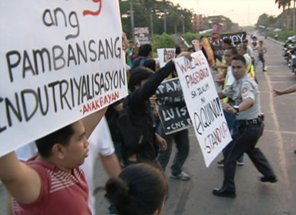 UP protests at PNoy April 17 Jimmy Encarnacion