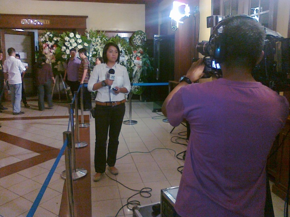 Chiara Zambrano reporting from Chit Estella's wake (Shot by Anjo Bagaoisan)