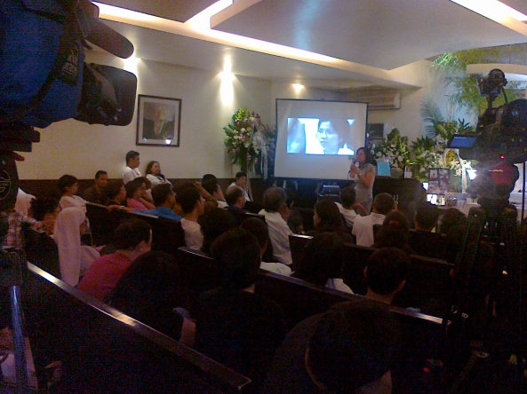 at Chit Estella's wake (Shot by Anjo Bagaoisan)