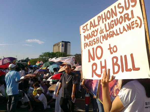 No to RH bill sign at Luneta Grandstand, March 25, 2011 (Shot by Anjo Bagaoisan)