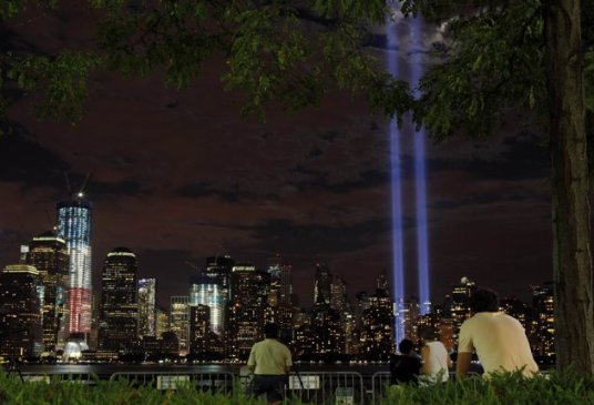 The 10th anniversary Tribute of Lights at NY (By Brian Snyder, Reuters)