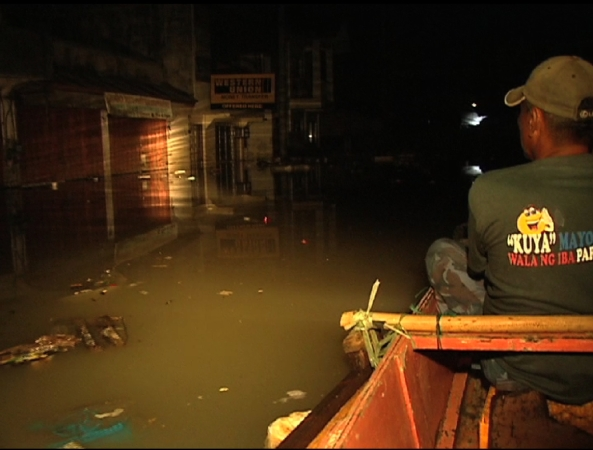 Barangay patrol on flooded Calumpit Oct 4 Shot by Eric Dato