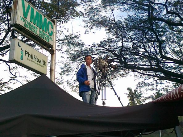 ABS-CBN cameraman Chito Concepcion at Veterans Memorial Medical Center Dec 9 2011 (Shot by Anjo Bagaoisan)