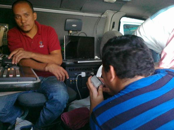 Jeff Canoy on radio at Quiapo ENG van 9 Jan 2012 Shot by Anjo Bagaoisan
