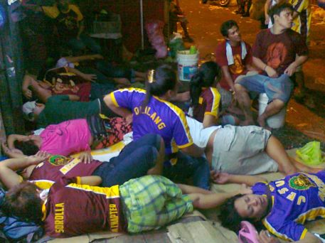 Devotees sleeping at Quiapo waiting for Nazarene 10 Jan 2012 (Shot by Anjo Bagaoisan)
