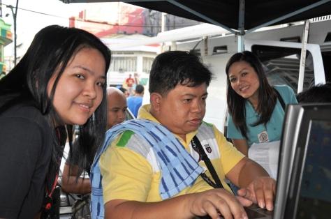 ABS-CBN News team editing at Quiapo: Bert Apostol, Irish Vidal, Maan Macapagal Jan 9Shot by Nino Garcia