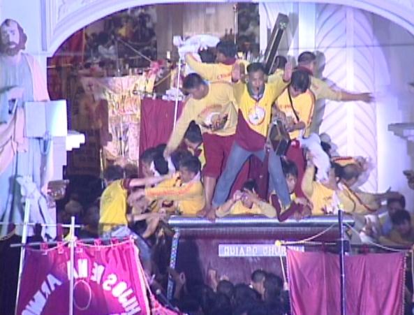 Jan 10 Nazarene arrives at Quiapo church last minute devotee Shot by Roger Arguelles