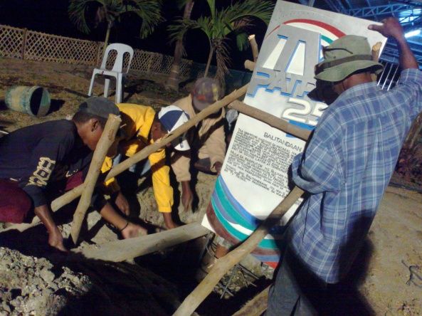 Aeta men setting up TV Patrol 25 marker in Floridablanca, Pampanga, 4 March 2012 (Shot by Anjo Bagaoisan)