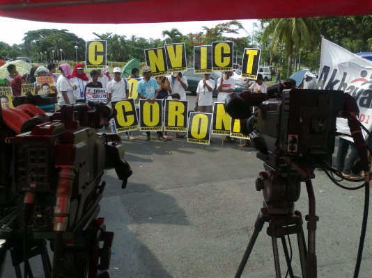 "Akbayan members brandish ""Convict Corona"" signs outside Senate during impeachment verdict (Shot by Anjo Bagaoisan)"