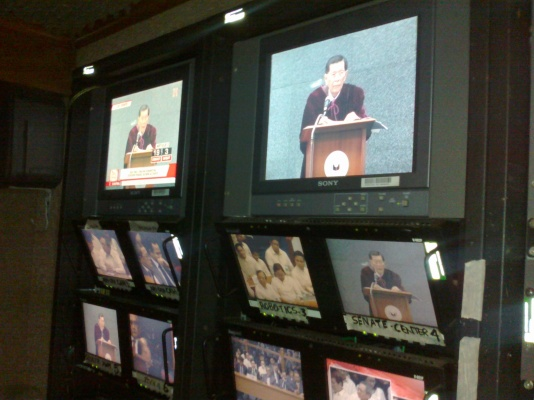 ABS-CBN video control monitors of Enrile delivering impeachment verdict. (Shot by Anjo Bagaoisan)