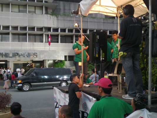 ABS-CBN News live setup outside Senate (Shot by Anjo Bagaoisan)