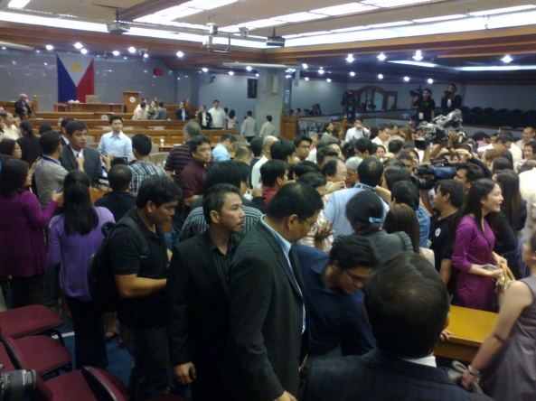 Senate session hall floor packed with reporters and spectators after Corona impeachment verdict (Shot by Anjo Bagaoisan)