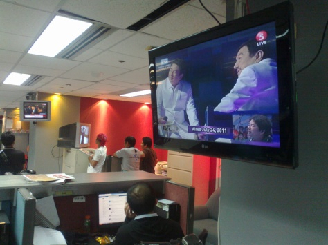TV monitors at the ABS-CBN Newsroom showing GMA and TV5 coverage of Dolphy's death, July 10, 2012  (Shot by Anjo Bagaoisan)