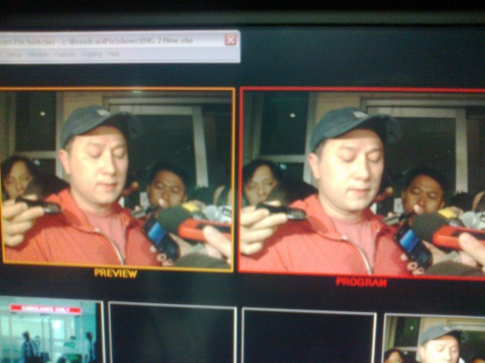 TV monitor showing Eric Quizon announcing Dolphy's death at Makati Medical Center, July 10, 2012 (Shot by Anjo Bagaoisan)