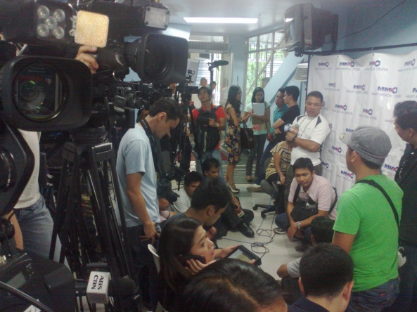 Media waiting for the first Makati Medical Center medical update on Dolphy, June 21, 2012 (Shot by Anjo Bagaoisan)