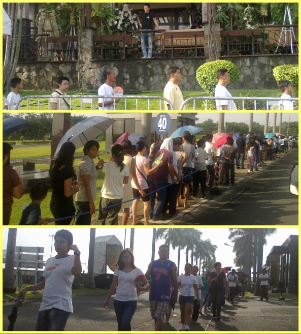 Lines of mourners waiting to see Dolphy at Heritage Park, Taguig. July 2012 (Shots by Anjo Bagaoisan)