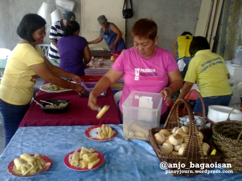 Cooks preparing food for visitors at the Robredo house in Naga Shot August 20, 2012 by Anjo Bagaoisan