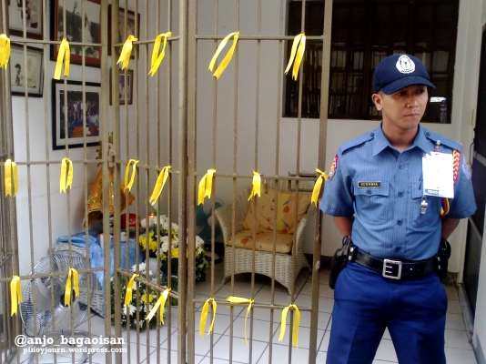 Police guards entance to Robredo apartment in Naga Shot August 21, 2012 By Anjo Bagaoisan