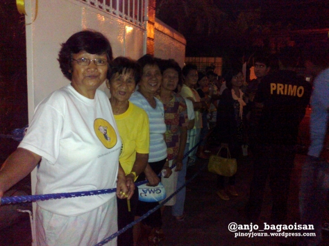Naguenos wait for Jesse Robredo. Shot August 21, 2012 by Anjo Bagaoisan