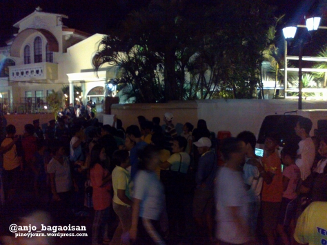 Naguenos Line up for Jesse Robredo outside Archbishop Palace in Naga before his casket arrives (Shot August 21, 2012 by Anjo Bagaoisan)