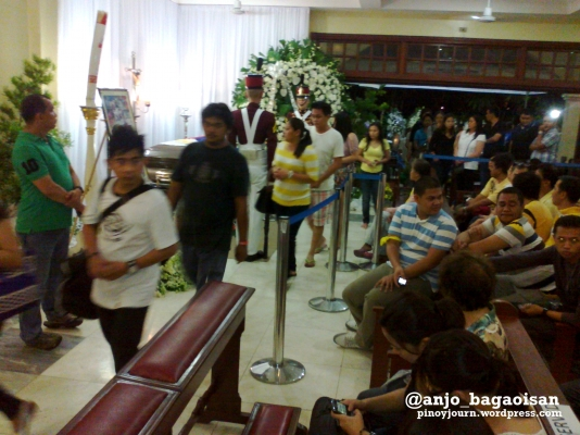 Start of public viewing of Jesse Robredo's casket at Archbishop's Palace in Naga (Shot August 21, 2012 by Anjo Bagaoisan)