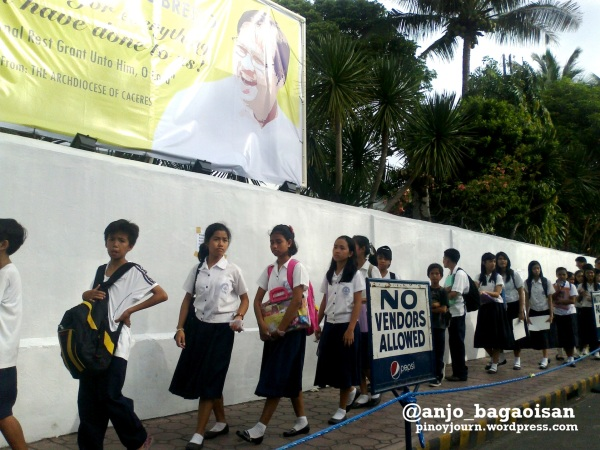 Naga Students line up to see Jesse Robredo's casket (Shot August 23, 2012 by Anjo Bagaoisan)