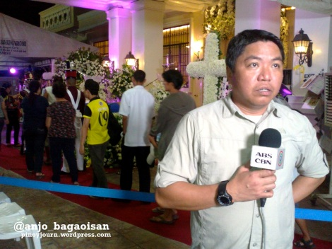 ABS-CBN reporter Jorge Cariño reports from near the casket of Jesse Robredo in Naga (Shot August 23, 2012 by Anjo Bagaoisan)