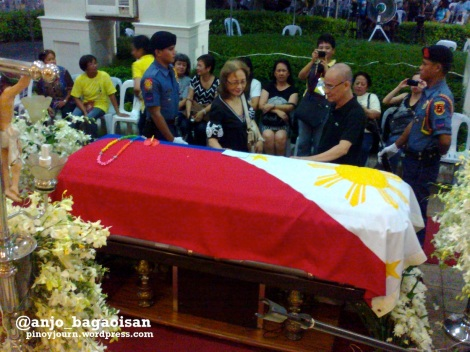 A couple visits the coffin of Jesse Robredo (Shot August 24, 2012 by Anjo Bagaoisan)
