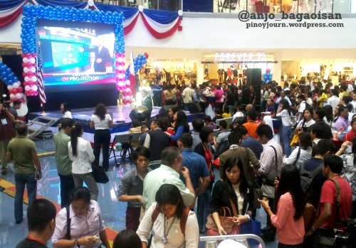 Big screen showing CNN live coverage of the 2012 US elections in SM The Block North EDSA (Shot Dec 7, 2012 by Anjo Bagaoisan)