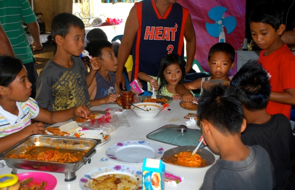 Cateel children eating Christmas meal (Shot Dec 25, 2012 by Anjo Bagaoisan c/o Mel Estallo)