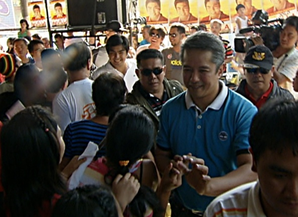 Revilla and Remulla arrive at Imus sortie (Shot by Angelo Valderama, ABS-CBN News, April 4, 2013)