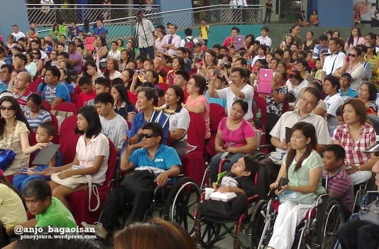 Mixed audience of abled and disabled persons at limbless preacher Nick Vujicic's meet and greet in Manila. (Shot by Anjo Bagaoisan, May 20, 2013)