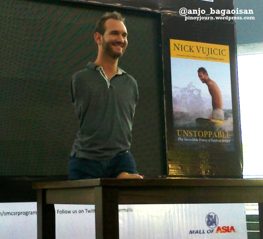 Evangelist Nick Vujicic at the SM Mall of Asia in Manila (Shot by Anjo Bagaoisan, May 20, 2013)