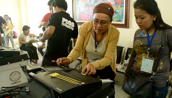 Comelec board of election inspectors do final testing and sealing of PCOS machines in Datu Saudi, Maguindanao for 2013 elections. (Shot by Mores Heramis)