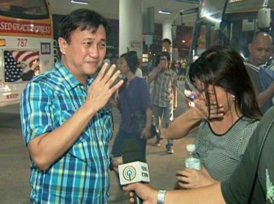 MMDA Chairman Francis Tolentino talks with a commuter about the Southwest Integrated Bus Terminal (Shot by Evart Villar, ABS-CBN News)