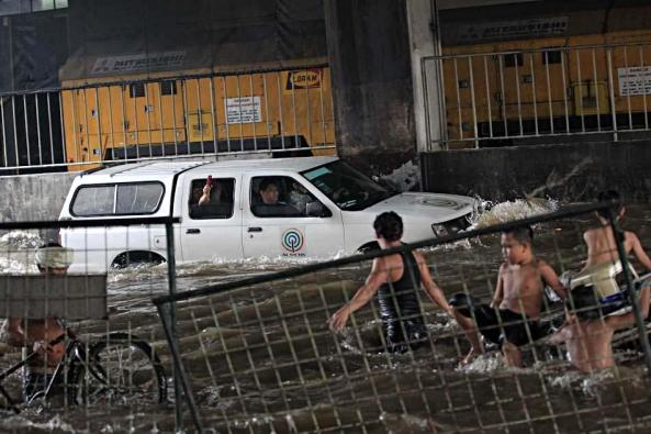 EDSA -- Francis Faulve and crew drive through the floods (Shot c/o Francis Faulve)
