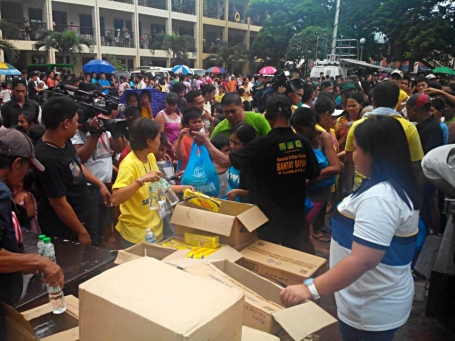 Marikina--Sagip Kapamilya's relief operations in H. Bautista Elementary School (Shot c/o Irish Vidal)