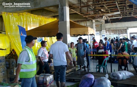 Departure area of Tacloban City Airport after damage by Typhoon Haiyan / Yolanda (Shot Nov. 26, 2013 by Anjo Bagaoisan)