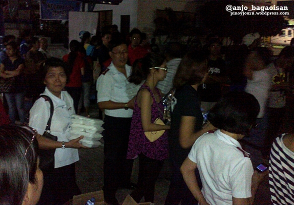 Volunteers waiting for Typhoon Yolanda survivors at Villamor Airbase (Shot by Anjo Bagaoisan)