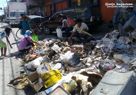 Residents rummaging through trash for usable items in a Tacloban street. (Shot by Anjo Bagaoisan)