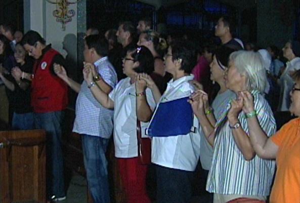 Tearful singing at Tacloban's Sto. Niño Church during a service marking the first month since Typhoon Yolanda. (Shot by Ramel Gaddi, ABS-CBN News)