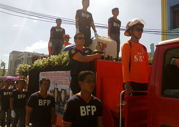 Fire service men guard the casket at a motorcade honoring the five fallen fire fighters. (Shot by Anjo Bagaoisan)