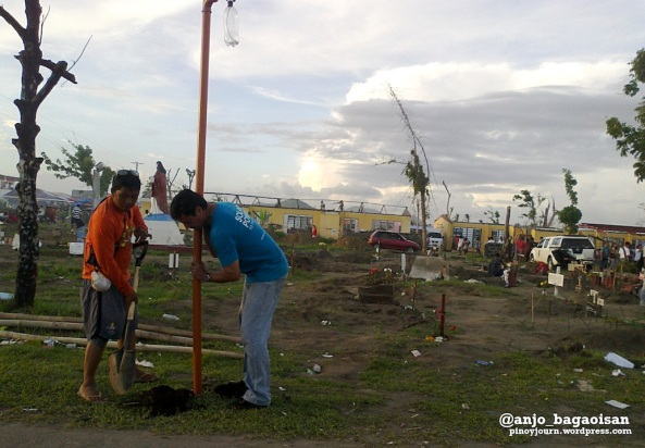 Social entrepreneur Illac Diaz helping install solar light bulbs in Palo, Leyte. (Shot by Anjo Bagaoisan)
