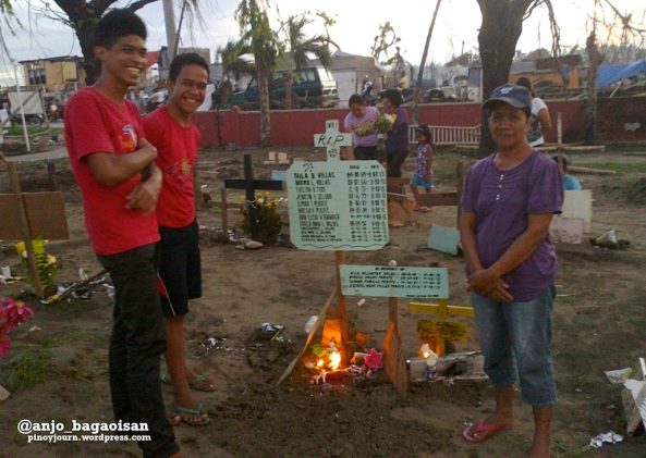 The Villas family of Palo, Leyte, who lost 18 relatives to Yolanda. (Shot by Anjo Bagaoisan)