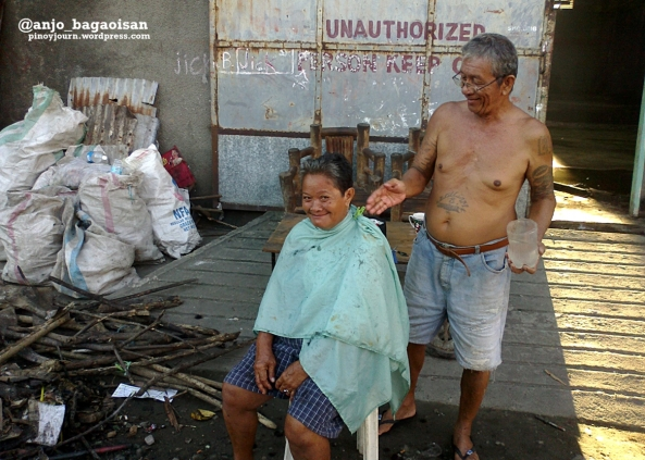 Tacloban City resident gets a hair cut from a neighbor. (Shot by Anjo Bagaoisan)